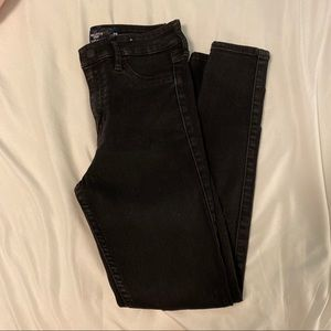 BLACK HIGH RISE RIPPED HOLLISTER JEANS